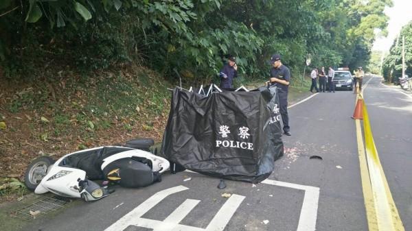 女騎士被輾斃車禍現場。(記者王宣晴翻攝)