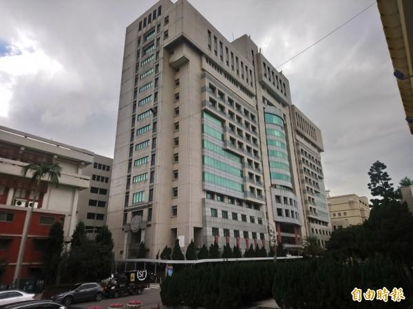 市府秘書處將於明、後兩年編列約3.2億元行政大樓後棟大樓的拉皮工程。(記者謝武雄攝)