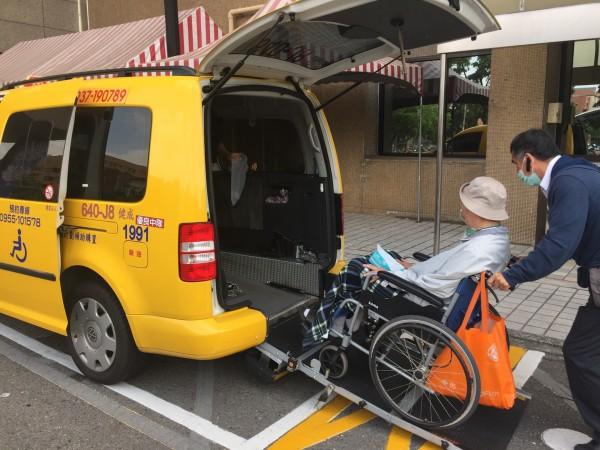 115輛無障礙計程車加入高雄市區長照接送服務。(記者黃旭磊翻攝)