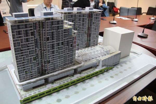南港機廠公宅基地去年由市府編列73億元,今年1月經過議會同意,預計興建1520戶,將有共享辦公室、生態棚架及圖書館等公共設施。(記者鍾泓良攝)