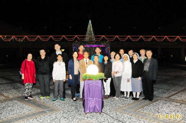 靜宜大學透過耶誕點燈,送愛到黎巴嫩的敘利亞難民營。(記者歐素美攝)