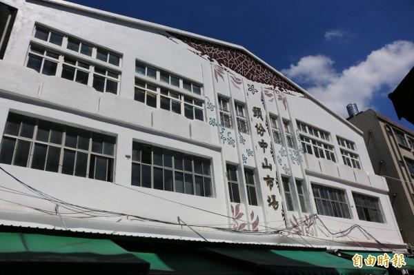 頭份中山市場為三層樓建物,周邊攤商約四百家,為中港溪地區最大市場。(記者鄭名翔攝)