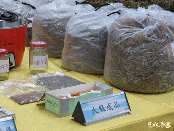 查扣罪證中還包括大麻成品。(記者陳賢義攝)