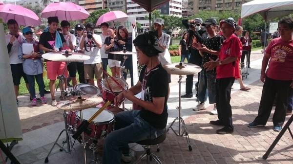台中特教學校致力培育學生音樂才能,更助學生練就自力更生能力。(台中特教學校提供)