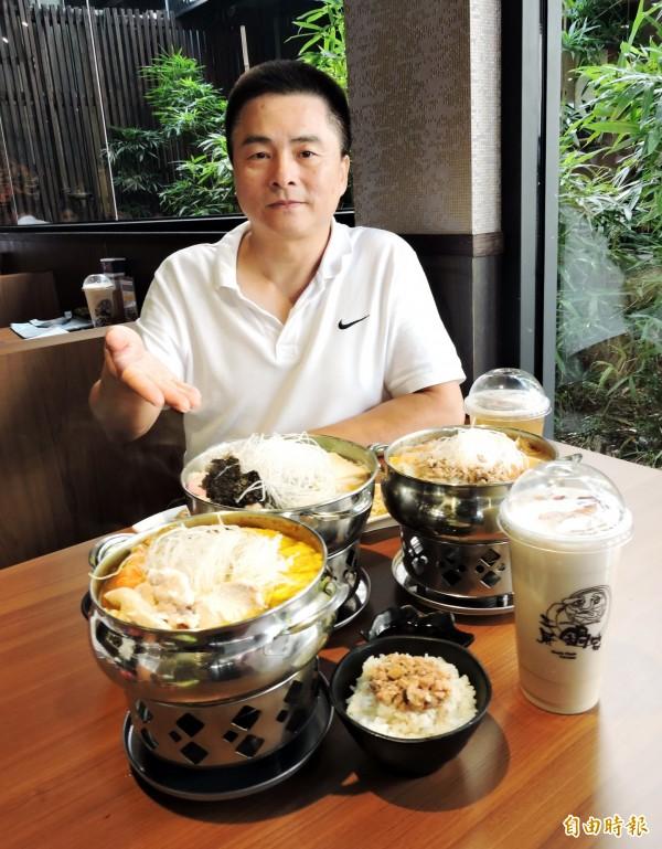 周文三投入餐飲業20年後,自創平價鍋物品牌。(記者張菁雅攝)