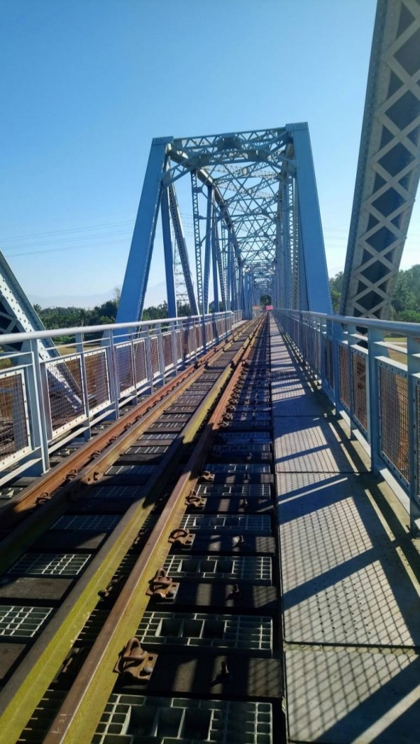 高屏溪舊鐵橋景觀平台今天重新開放。(圖由屏東縣政府文化處提供)
