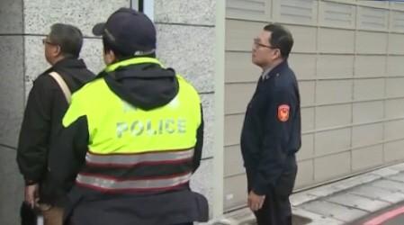台北市警方接獲檢舉,孫安佐涉嫌持有違禁品十字弓,轄區北投警方特地前往查訪,不過按門鈴未獲回應。(記者陳恩惠翻攝)