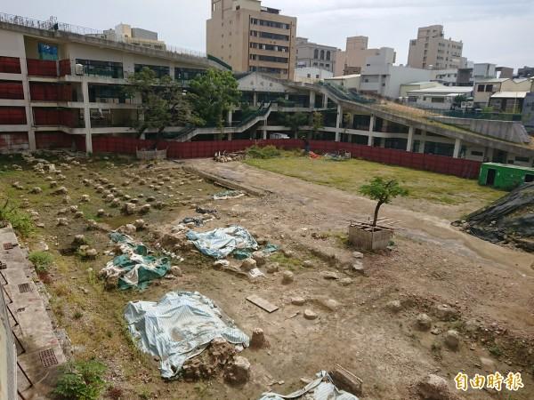 南市永福國小校舍新建工程時,挖出清代台灣兵備道官署廳舍遺構,考古遺址成了最佳校園教育現場。(記者洪瑞琴攝)