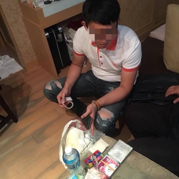劉男在台中酒店旁暗巷買毒回高雄吸,K煙味擾人被檢舉被查獲。(記者黃良傑翻攝)