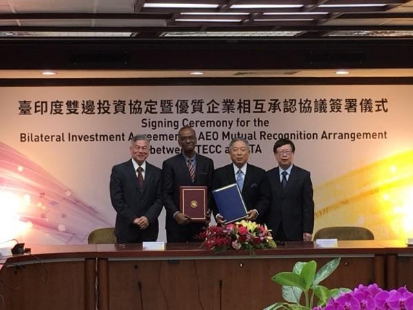 我國與印度今天上午簽署「台印度雙邊投資協定」(BIA)及「台印度優質企業相互承認協定」。(外交部提供)