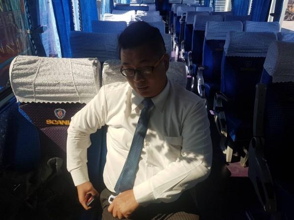 乘坐大客車一定要繫好安全帶。(記者許國楨翻攝)