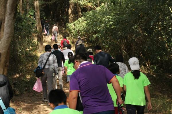 中區水資局今年與平林里民,登九九峰健行淨山。(中區水資局提供)