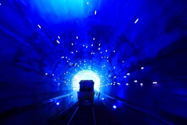 Railbike深澳鐵道自行車沿途有海景、建基煤礦舊址、隧道光等特色。(新北市政府提供)