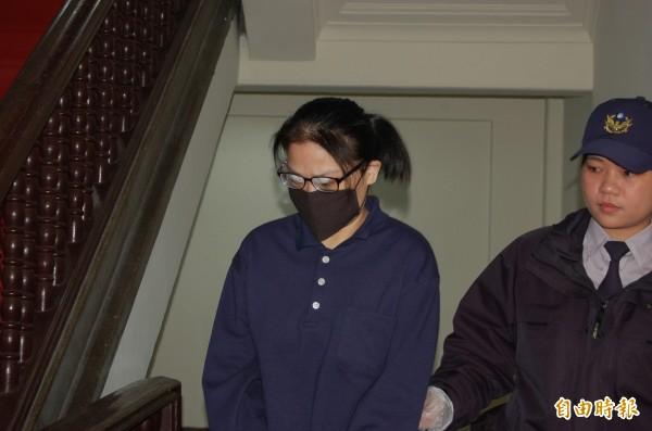 女子張芳韾被控殺害小姑,並將她水泥封屍,今提訊她召開延押庭,律師主張她應獲交保。(記者楊國文攝)