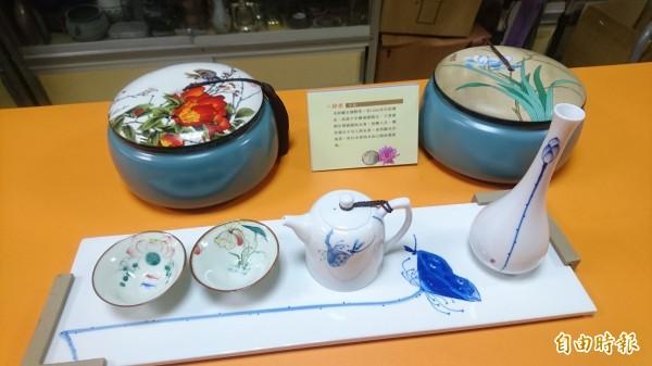 六甲歲末惜福感恩千人茶會用來品茶鑑茶的瓷杯。(記者楊金城攝)