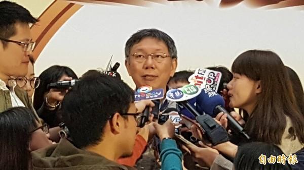 今天再次被問及是否派人遊說影響台北市正副議長選舉,台北市長柯文哲脫口:「我沒有自己打啦!」(記者沈佩瑤攝)