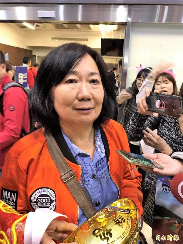 朱孟榮搭乘麗星郵輪寶瓶星號赴石垣島旅遊,是今年台灣第120萬名郵輪遊客。(記者林欣漢攝)