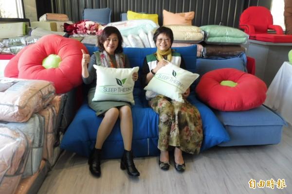 打響台灣品牌「伊登名床」的福培實業公司元月舉辦30週年慶和生活寢具公益義賣會,為北台南家扶中心籌措助學金。(記者楊金城攝)