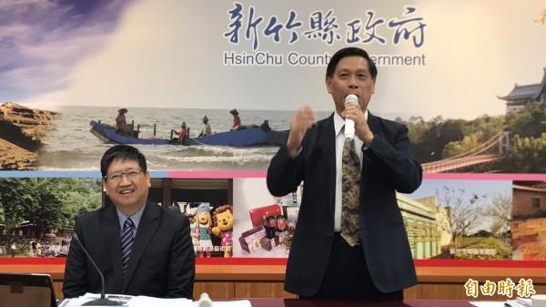 新竹縣政府秘書長蔡榮光今天幽默跟縣府團隊分享他的職場生涯體悟。(記者黃美珠攝)