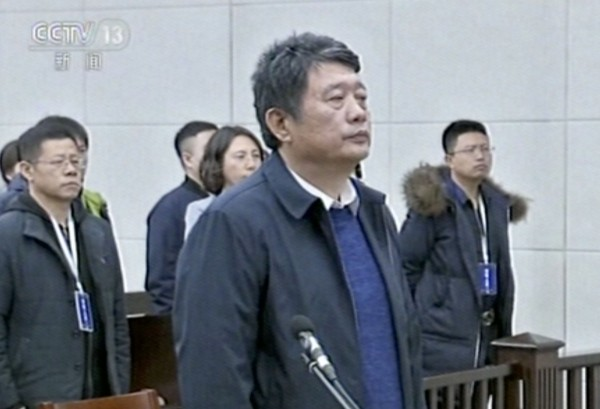 這位才是正港的貪官馬建。圖為貪官馬建27日出庭聽判的電視畫面。(美聯社)