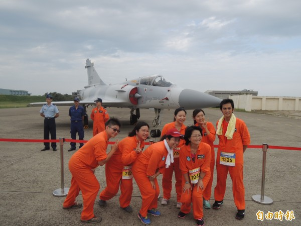 新竹市城市馬拉松賽事即將在1月6日登場,此次休閒組還可專屬跑進新竹空軍基地,與戰機「同框」齊跑,也成為賽事亮點。(資料照,記者洪美秀攝)