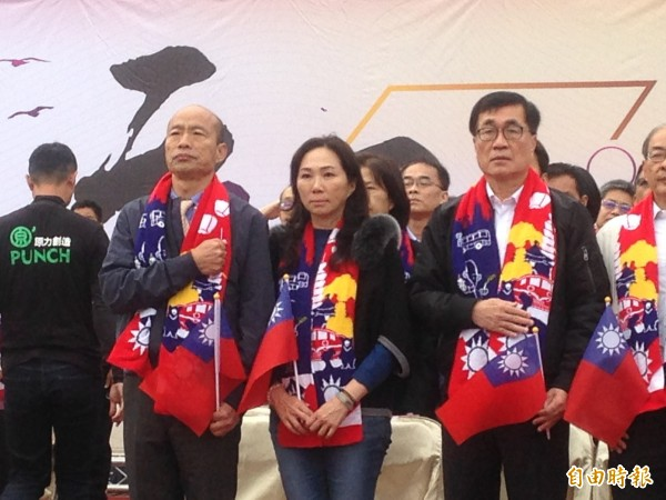 韓國瑜夫妻參加元旦升旗。(記者黃旭磊攝)