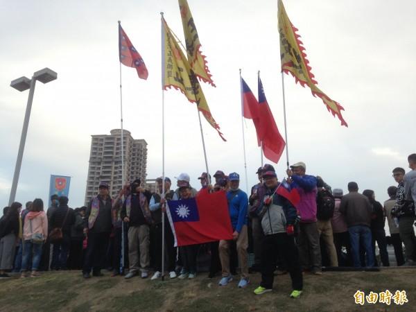 超過2萬名民眾參加元旦升旗。(記者黃旭磊攝)