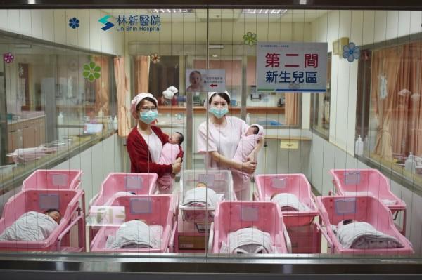 因為少子化,婦產科知名的林新醫院有7個元旦寶寶誕生,比去年少了3個。(記者蔡淑媛翻攝)