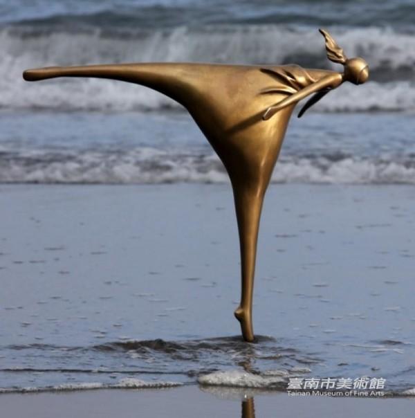 湯德章紀念公園公共藝術作品名稱「逆境之風」,為南美館典藏作品。(擷自台南美術館官網)