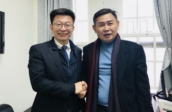 郭國文(左)在李俊毅(右)退選後,公開拜會尋求支持。(郭國文競選總部提供)