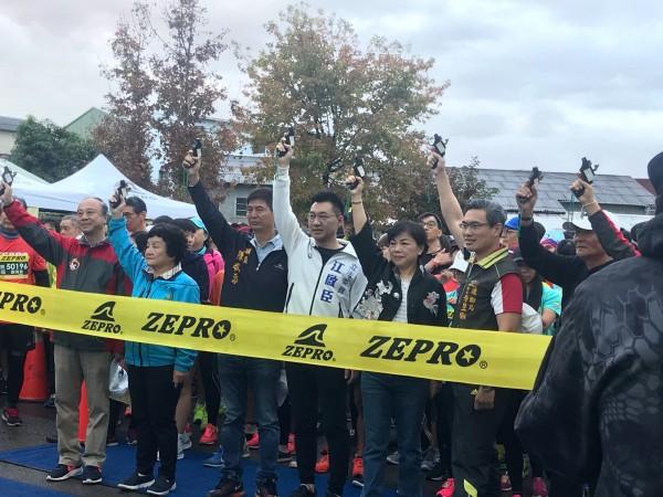 2019台中ZEPRO RUN全國半程馬拉松,在豐原高中鳴槍起跑。(市府提供)
