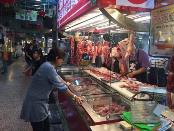 全面防堵非洲豬瘟,強調若台灣有疫情發生,將造成養豬及周邊產業嚴重損失等情況。(圖由台南市農業局提供)