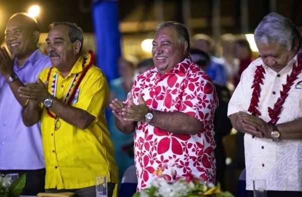 诺鲁总统瓦卡(右二)去年在太平洋岛国论坛上,针对中国特使在论坛上的无礼行径,要求中国正式道歉,成为新闻焦点。(资料照,美联社)