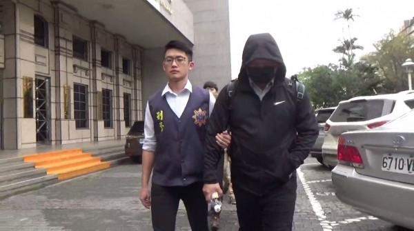 涉嫌裡應外合竊取機密資料的45歲黃奕霖。(記者姚岳宏翻攝)