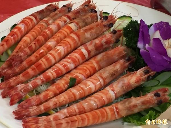 基隆區漁會除歲迎新山海大餐主推大明蝦。(記者盧賢秀攝)