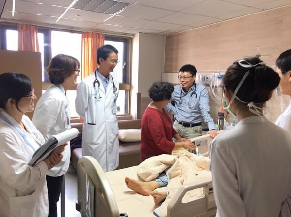 奇美醫學中心成立醫院整合醫學病房,與基層診所垂直整合,提供病人出入院支援完整連續性的醫療照護。(奇美醫學中心提供)
