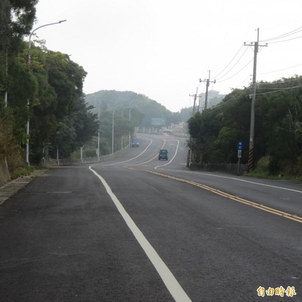 華山路完成路平,卻遭住戶反映飆車族有增加,警方表示,有所誤解,是學生、騎士成群繞山路。(記者蘇金鳳攝)