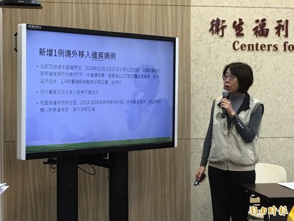 衛福部疾管署疫情中心主任劉定萍說明境外移入瘧疾個案。(記者林惠琴攝)