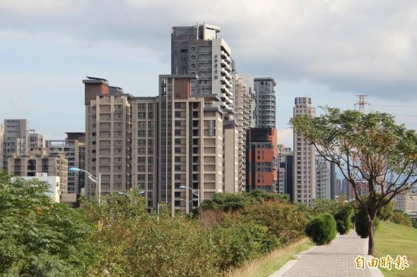 新竹縣去年引發爭議的地價稅暴漲爭議,縣府收到8000多件申請陳情,將在本月中全部完成複查。(記者黃美珠攝)