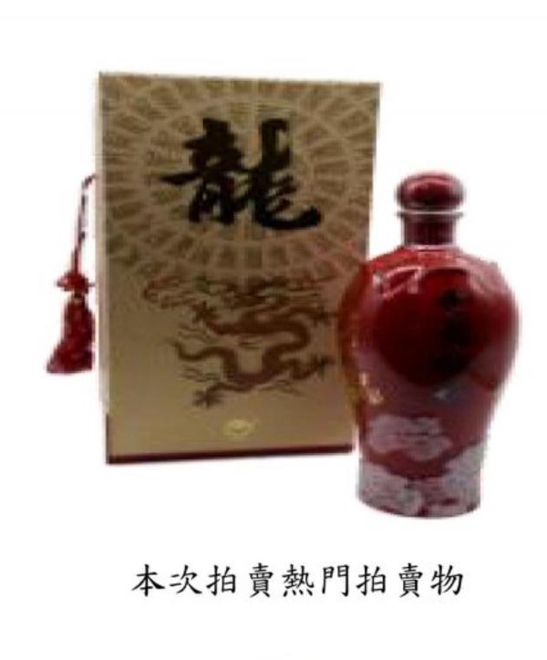 15箱「金龍牡丹」金門高梁酒全數賣出,總金額為24萬3600元。(記者陳恩惠翻攝)