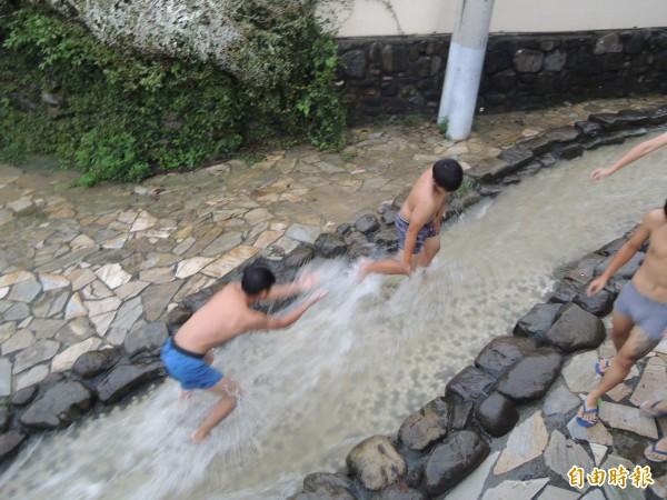 龍巖冽泉曾於豪雨後出泉。(資料照,記者黃旭磊攝)