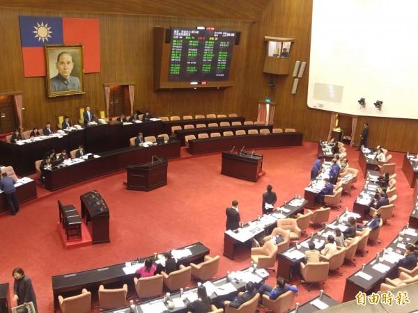 立法院院會表決,民進黨以人數優勢反對,使潛艦國造造艦預算得以全數照列。(記者涂鉅旻攝)