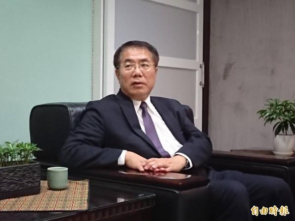 對於賴清德確定離開行政院,台南市長黃偉哲表示不捨與尊重。(記者洪瑞琴攝)