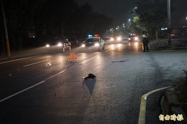 警方封鎖肇事現場交通超過1個小時。(記者詹士弘攝)
