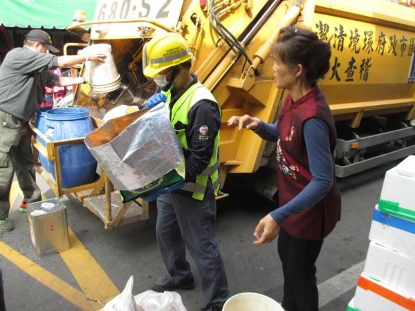 桃園市環保局表示,全市2月3日(小年夜)週日將加班清運垃圾。(圖由桃園市環境保護局提供)