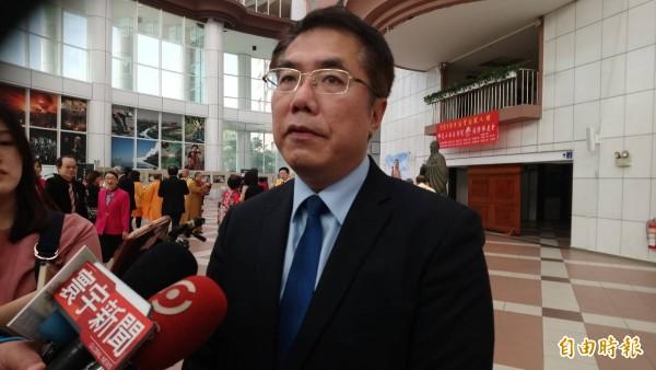 对于赖清德卸下行政院长职务,台南市长黄伟哲表示,蹲下是为了跃起。(记者洪瑞琴摄)