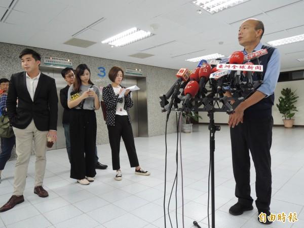高雄市長韓國瑜今說明與中油董事長戴謙會談情況。(記者王榮祥攝)