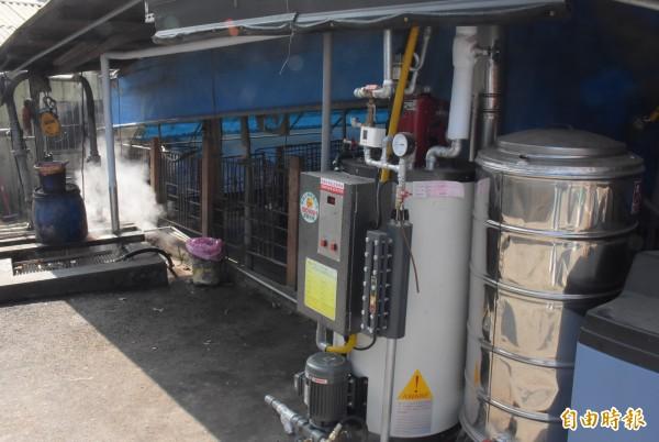 養豬業者去年10月經過輔導,裝設廚餘蒸煮設備。(記者陳冠備攝)