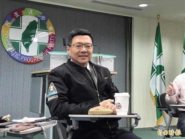 卓荣泰上任民进党主席后,首度与媒体茶叙。(记者苏芳禾摄)