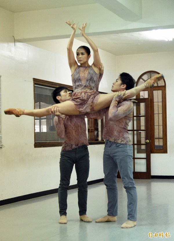 今年五位參與編舞者中,除魏梓錂與簡麟懿外,李宗霖及專攻現代舞的謝佩珊、來自韓國舞團的李政潤3人新加入創作。(記者張忠義攝)